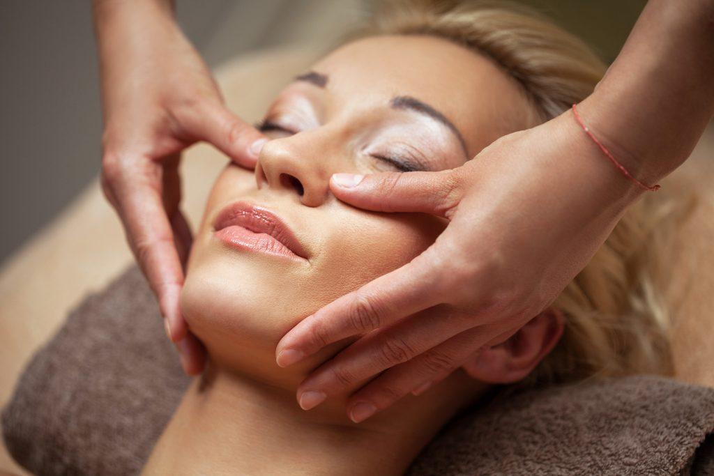 klasyczny masaż twarzy z ampułką metamorfoza tomaszów