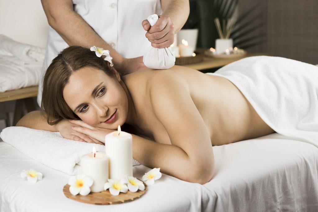 masaże orientalne masaż stemplami kokosowymi metamorfoza tomaszów
